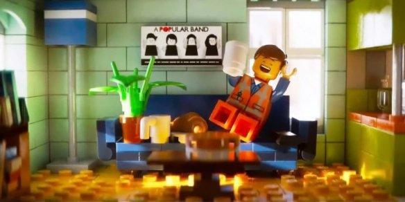 Emmet_at_home_2_LEGO_movie